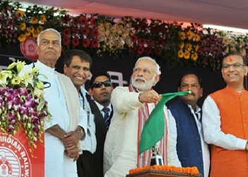Image of PM which flags off Hazaribagh-Koderma DMU train