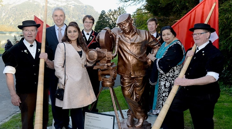 Image of Yash Chopra Statue
